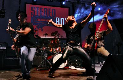 Stereo 80 band