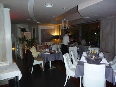 The comfortable dinning room