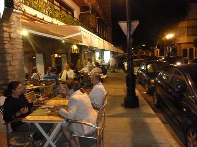 al fresco dining by night