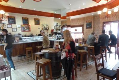 Cerveceria La Fria bar area
