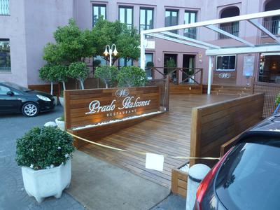 the alfresco dining deck