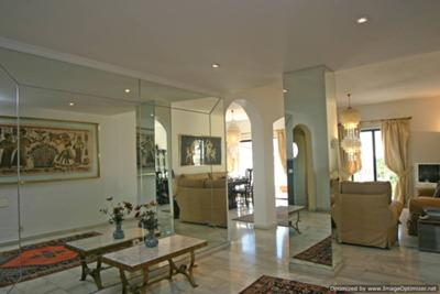 Luxuriously furnished apartments , spacious and bright