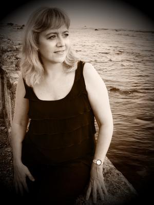 Mari Carmen Perez Blanco piano