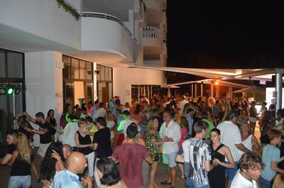 August, + 200 international people dancing together!