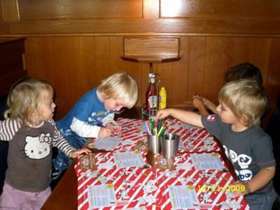 علمي اولادك اداب الطعام small-children-friendly-restaurants-are-there-any-21342894.jpg