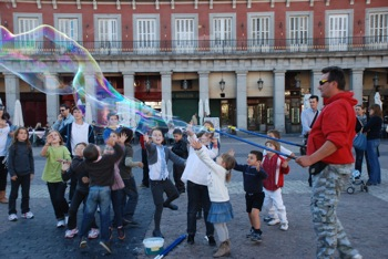 Bubble entertainer Plaza Mayor