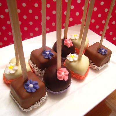 check out our cakepop resources tab  for how to make cakepops, its that easy!