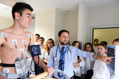 Aloha College: Year 12 Students Visit Quiron Hospital