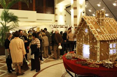 Give your kids an unforgettable Christmas Feeling with the Gingerbread House...