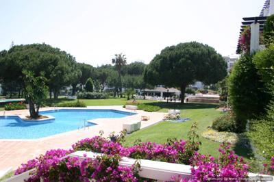Beatiful gadens with 3 pools,fountains